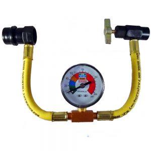 Kit de recharge comprenant un raccord rapide basse pression et une vanne a visser sur la canette de gaz