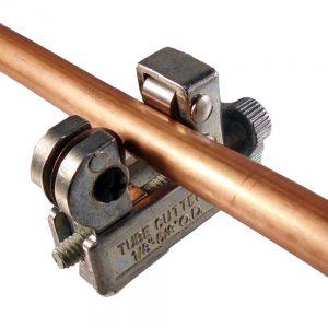 tube de cuivre dans un mini coupe tube