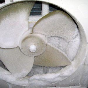 Prise en glace du ventilateur du groupe de condensation