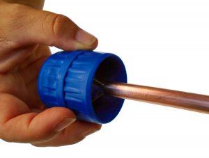 Ebavurage du tube de cuivre avant emboiture